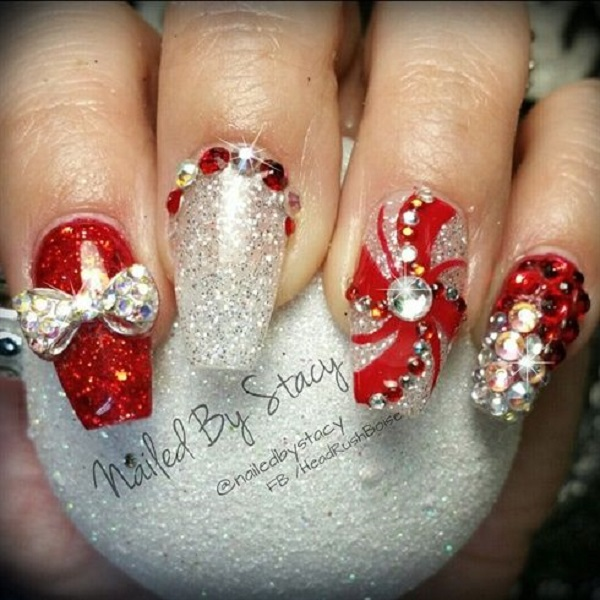 Nail art red and white polka dots and reindeer christmas nail art red