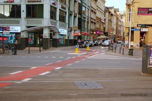 Kolor czerwony daje wszystkim uczestnikom ruchu informację, że tutaj można spodziewać się rowerzysty.