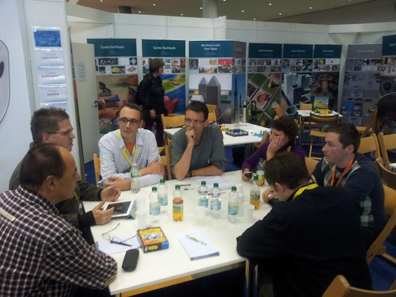 Bild aus der Diskussion auf der Süddeutschen Spielemesse 2012 mit Spielautoren der Zunft