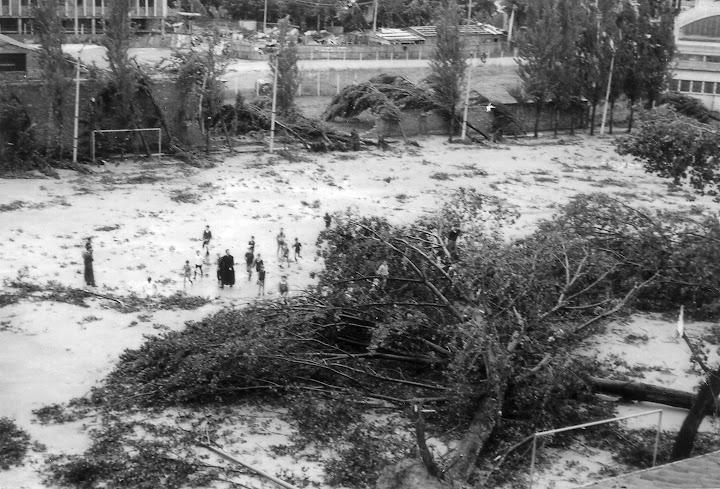 Don Nicola con i ragazzi nel campo dell'Oratorio dopo il ciclone (1965)