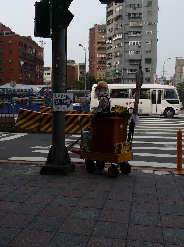 TAIWAN . Taipei De Shandao Temple jusqu à T 101 à pied... - P1160330.JPG