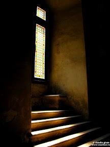 Castelul Corvinilor: treptele din lumina