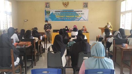16 Ibu-Ibu Dari Payakumbuh Timur Dapat Pelatihan Menjahit Garmen Apparel Di BLK