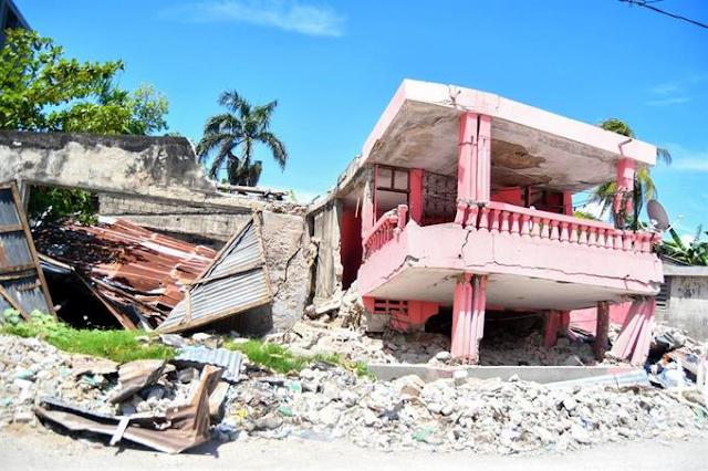El sur de Haití sigue bajo los escombros un mes después del terremoto