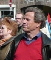 Portät: Peter Strutynski zwischen Ostermarschierern.