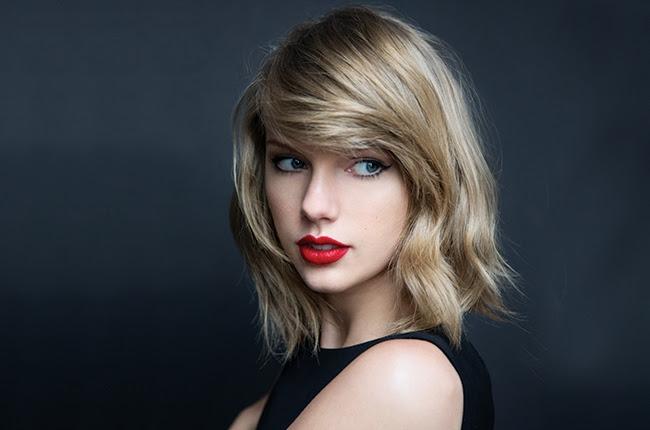 Taylor Swift(テイラー・スウィフト) の Dress の英語歌詞と日本語和訳をご紹介します。Taylor Swift(テイラー・スウィフト )の洋楽歌詞和訳一覧はこちら 。