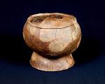 Musée de la Préhistoire Finistérienne - Vase cérémoniel à pied creux (Néolithique)