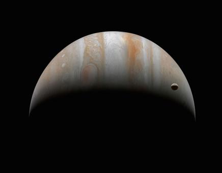Júpiter e sua lua Ganímedes