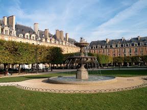 Fountain, Place des Vosges