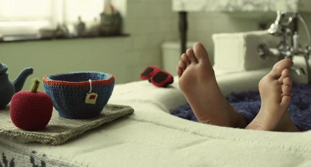 Belgian Natural Gas Association and TBWA Create A Knitting Visual Masterpiece of an Ad