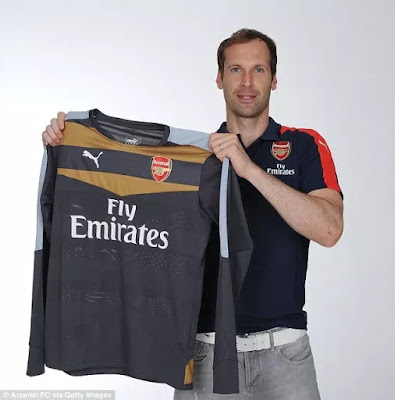Done Deal : Pete cech now officially arsenal goal keeper (photos)