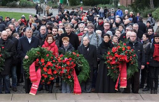 Kranzniederlegung an der Gedenkstätte der Sozialisten zum Gedenken an Liebknecht und Luxemburg