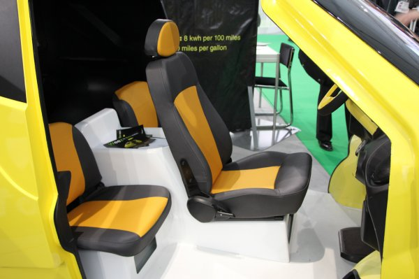 The world 39 s smallest gullwing weez geneva motor show 2011 for Garage seat geneve
