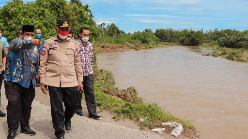 Gubernur Upayakan Jalan Terban di Nagari Sungai Buluh Timur Dibantu Balai Sungai