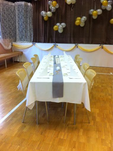 pöytä kattaus häät juhla koristeet sali