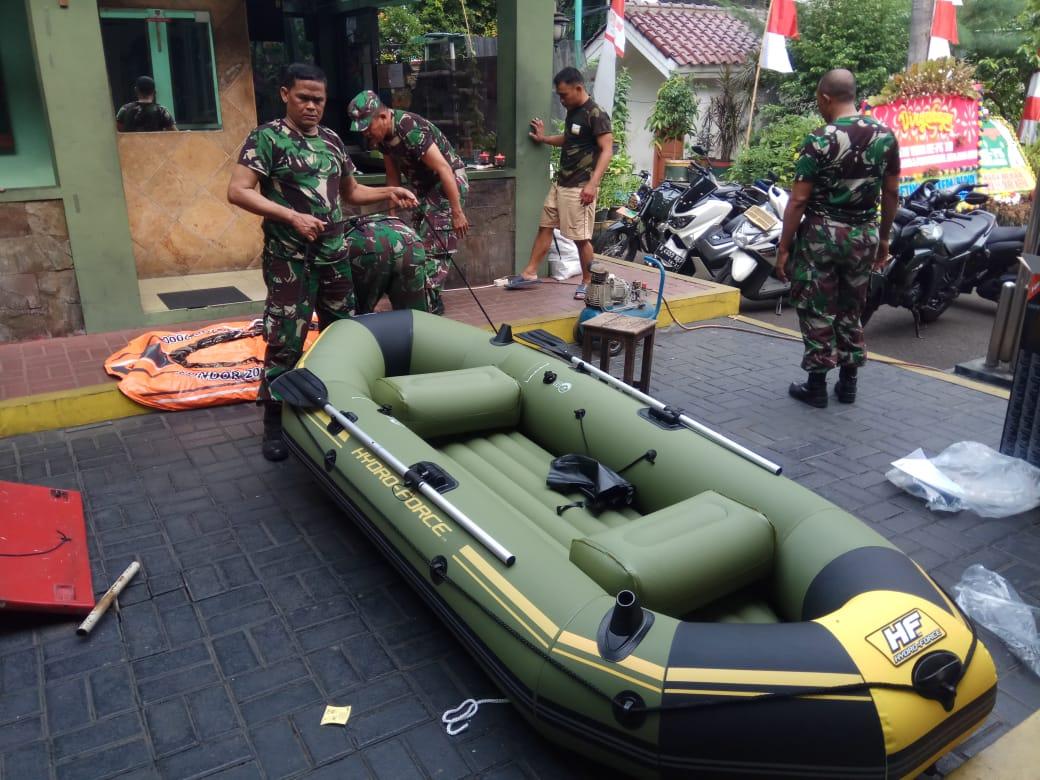 Koramil 05 Kebun Jeruk menyiapkan Alat Bantu Evakuasi Warga Guna Antisipasi Banjir