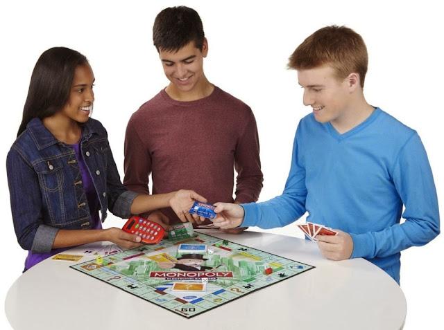 Cờ tỷ phú tiếng Anh Monopoly Electronic Banking phù hợp với trẻ em từ 8 tuổi trở lên