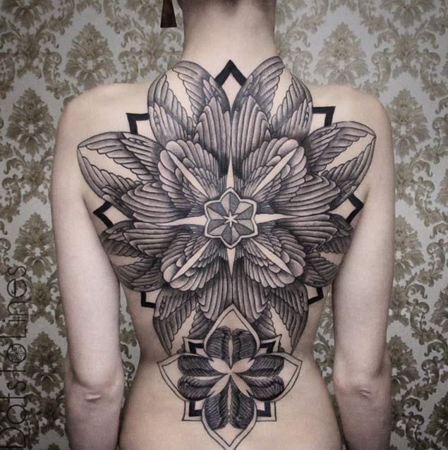 Este simétrico flor