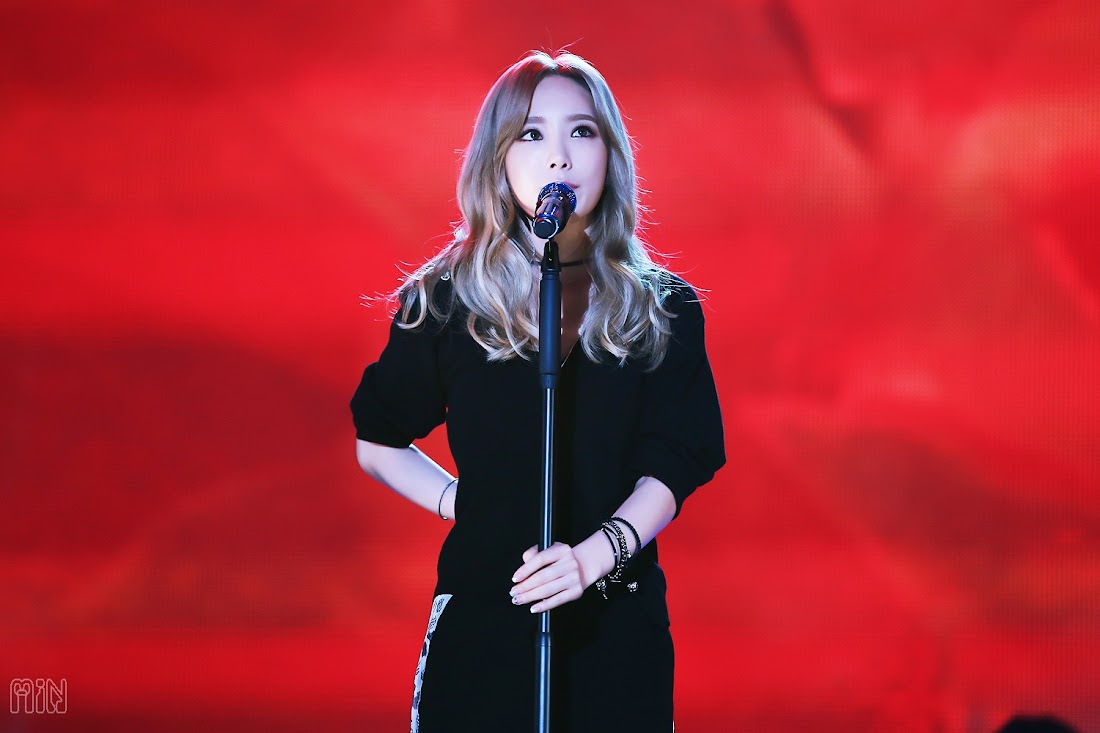 taeyeon-music-bank-solo-151009
