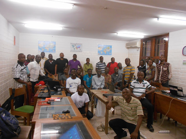 (c) cmNOG - Photo d'Ensemble au terme du cmNOGlab1, à l'intérieur de la salle des formations du CNF de Yaoundé (AUF-BACGL)