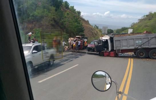 Triple choque en carretera Navarrete-Puerto Plata deja un fallecido