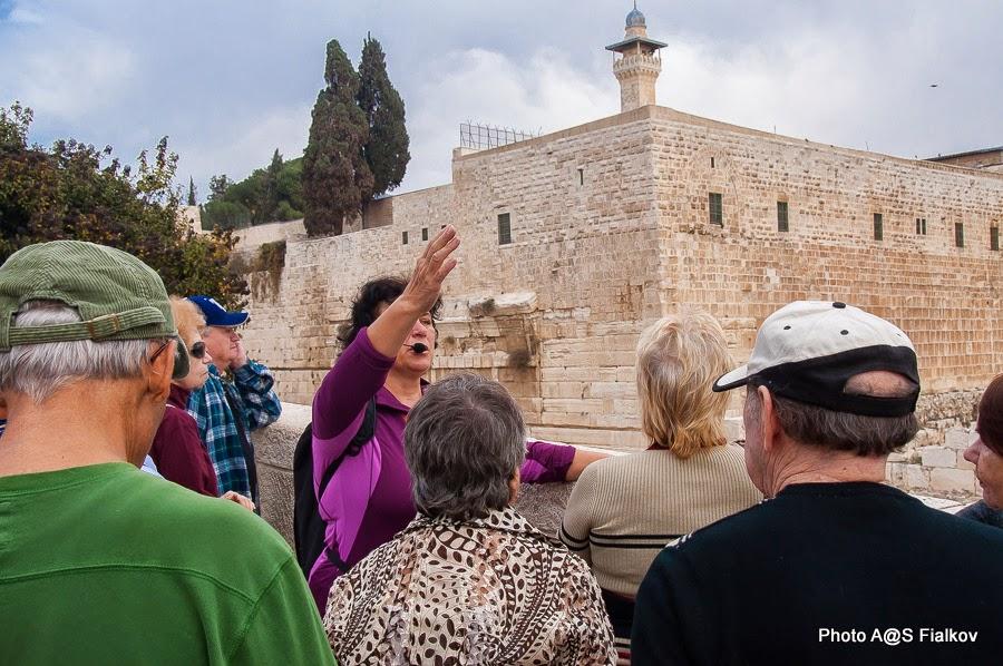 Возле мусорных ворот Старого города Иерусалима. Экскурсия в Иерусалиме Светланы Фиалковой.