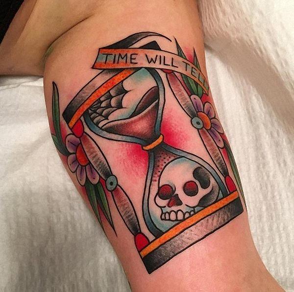 este_neo_tradicional_ampulheta_tatuagem