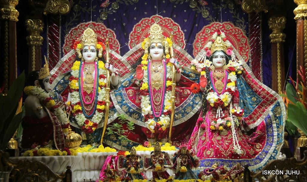 ISKCON Juhu Sringar Deity Darshan on 10th July 2016 (25)