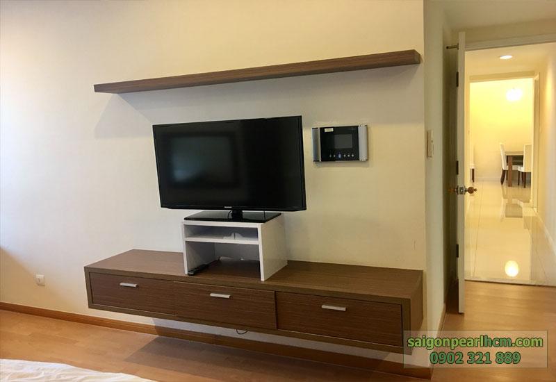 tivi LCD cao cấp tại phòng ngủ của căn hộ saigon pearl cho thuê