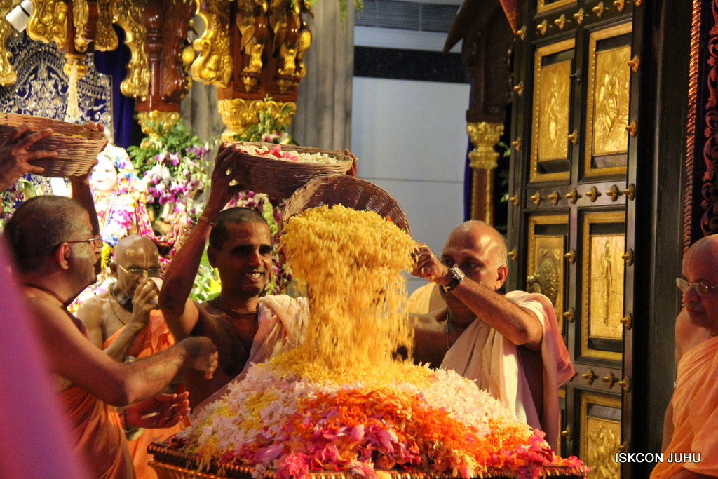 ISKCON Juhu Janmashtami Maha Abhishek on 25th Aug 2016  (90)