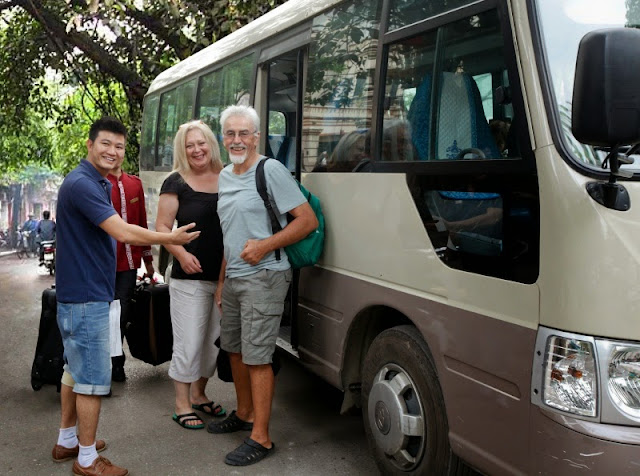 05_Get on shuttle bus