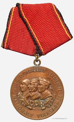 147d Verdienstmedaille der Nationalen Volksarmee in Bronze www.ddrmedailles.nl