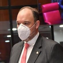 Senador de Barahona cuestiona haya un solo hospital COVID y un neumólogo para cuatro provincias.