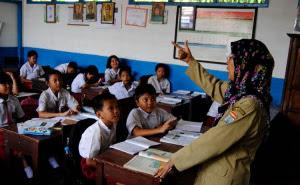 Mendikbud Ancam Stop BOS Untuk Sekolah Pelanggar SKB Seragam Agama