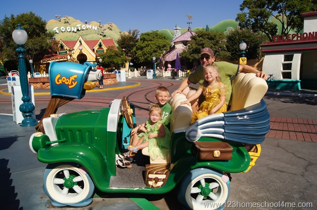[toontown%2520at%2520disneyland%255B4%255D.jpg]