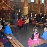Kindje wiegen St. Agathakerk 2013 - PC251131.JPG