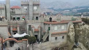 Vivienda con aspecto de fortaleza donde se llevó a cabo la redada en Cuevas.