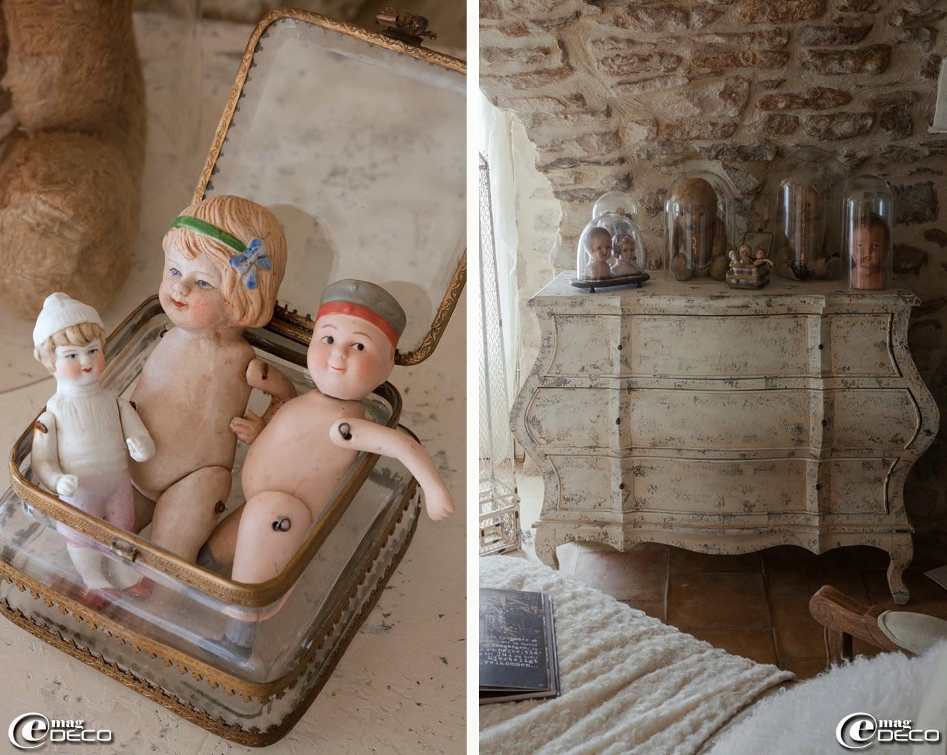 Poupées articulées en porcelaine, boutique 'Clair de Lune' à Uzès, commode galbée 'Amadeus', collection de bustes de poupées et d'ours en peluche présentés sous cloches