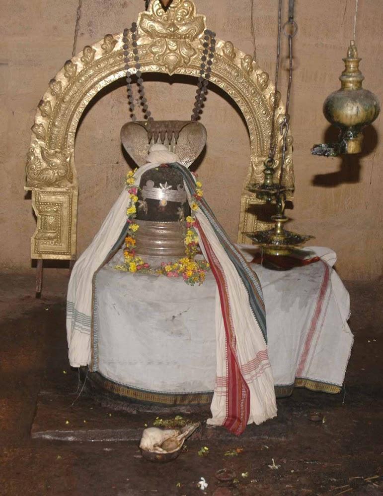 Sri Aabhathsagayeswarar Temple, Thiruanniyur, Ponnur, Mayiladuthurai - 275 Shiva Temples