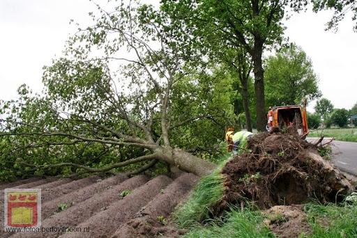 Noodweer zorgt voor ravage in Overloon 10-05-2012 (59).JPG