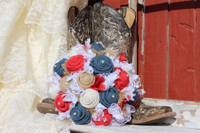 vintage lace and burlap bride's bouquet