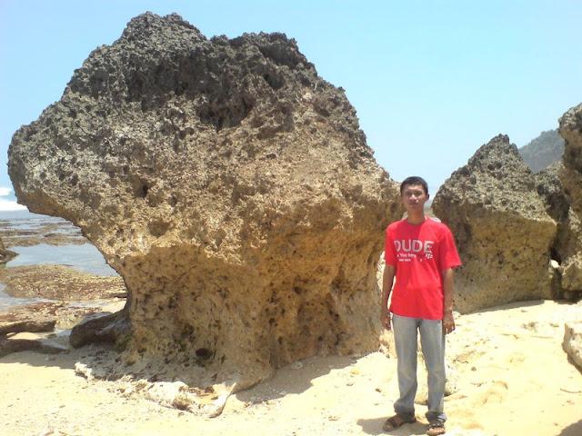 Narsis di Pantai Watu Lawang
