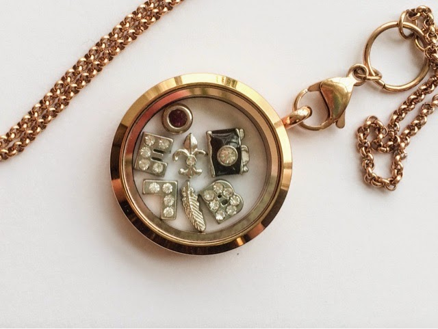 venus-with-love-v-locket-personalised-jewellery