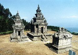 Candi Gedong songo adalah candi yang terdiri dari 9 buah yang terletak di daerah Ungaran Kabupaten Semarang