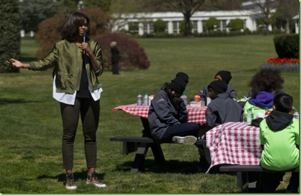 Michelle-Obama-White-House-Garden-304052016_w540