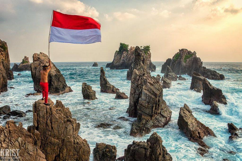 Tentang Pantai Gigi Hiu Lampung