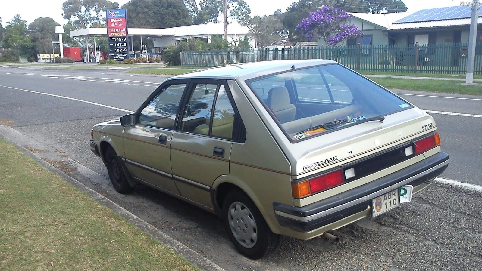 [1985_Nissan_Pulsar_%28N12_S3%29_GX_5-door_hatchback_%282011-04-04%29_02%5B14%5D]