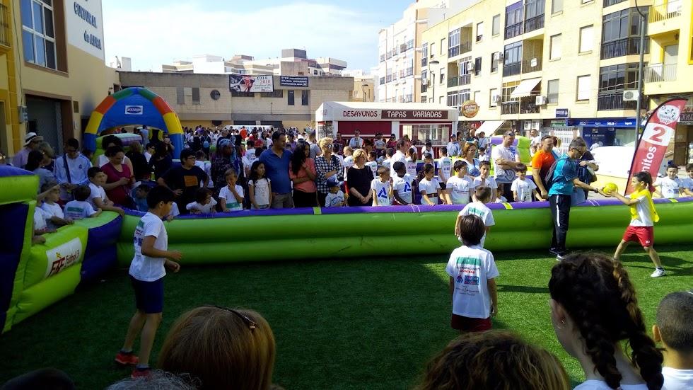 Familias enteras participan en el evento.