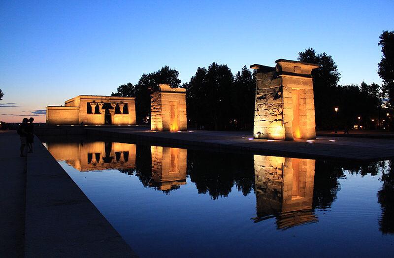 templo-debod-de-noche-niños-visitas-cultura-ocio-familia-madrid