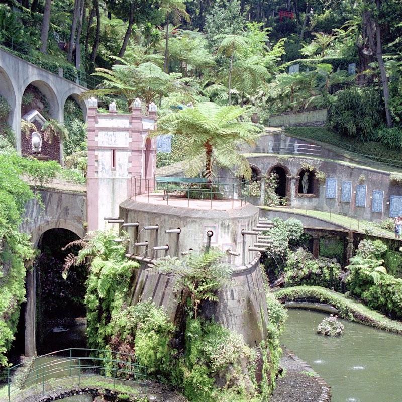 Madeira_20 Monte Gardens Funny Castle.jpg